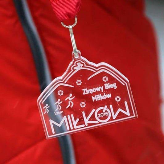 Puchary, medale z pleksi dla dzieci, czyli Zimowy Bieg Miłków